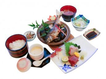 あめご寿司(¥800) あめご石焼き御膳(¥1500)