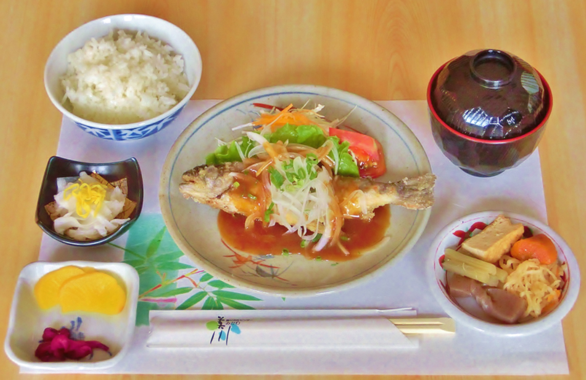 美川の・アマゴ定食